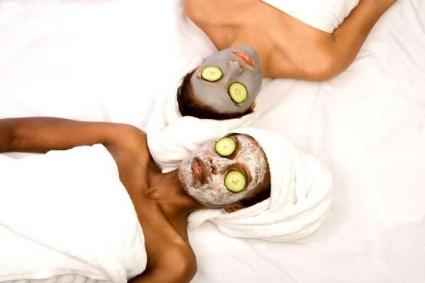 Aufeminin comment utiliser l eau de rose en masque for Abidjan net cuisine tantie rose
