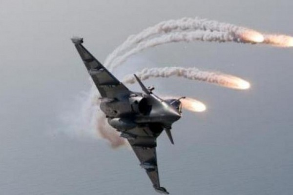 Premières frappes des forces libyennes contre les islamistes