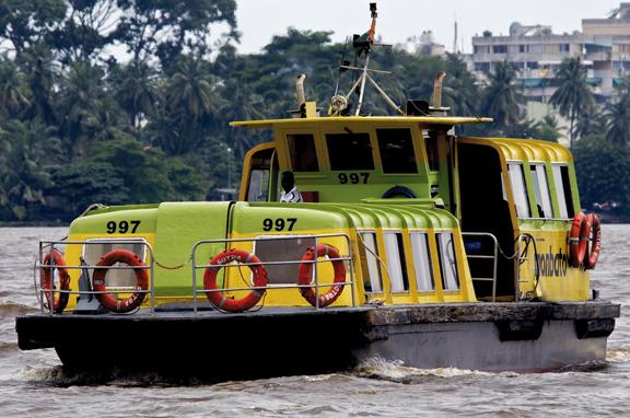 Collision entre un bateau-bus et une pirogue: Un mort, un blessé