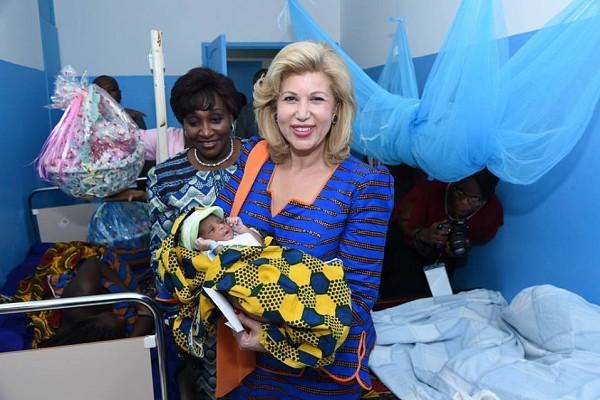 La première Dame fait des dons aux populations du Bas-Sassandra