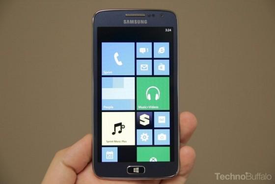 Samsung sm w750v un windows phone haut de gamme avec un for Ecran pc haut de gamme