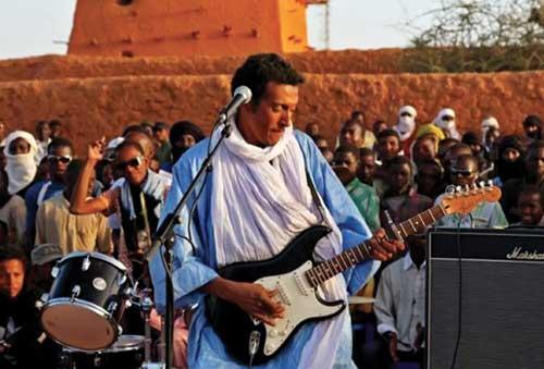 La guitare touareg dans la nuit de niamey for Abidjan net cuisine tantie rose