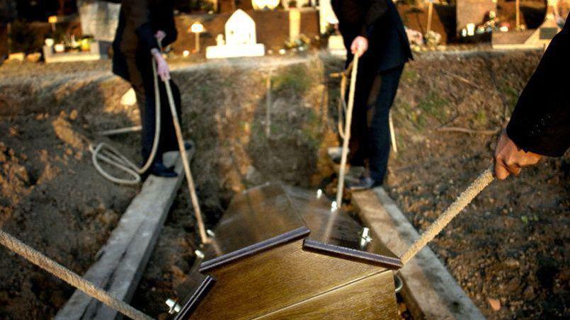 Macabre erreur de corps lors d 39 un enterrement abidjan c te d 39 ivoire - Les deux minutes du peuple le salon funeraire ...