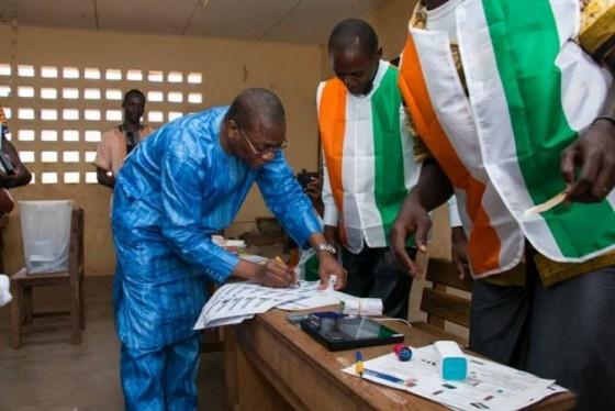 Nouvelle constitution le porte parole de ouattara pris en for Porte parole en anglais