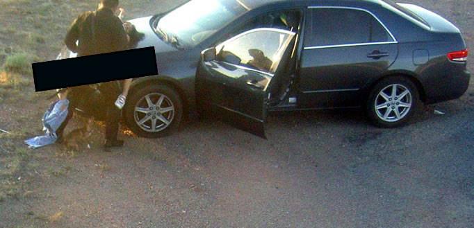 un policier en fonction se tape une fille sur le capot d une voiture photo. Black Bedroom Furniture Sets. Home Design Ideas